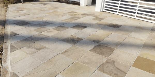 Calçada residencial em Basalto