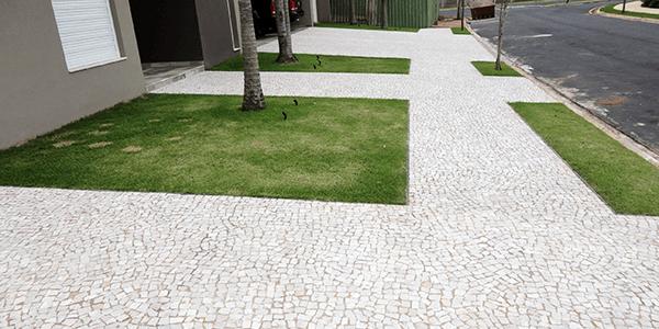 Calçada residencial em Pedra Portuguesa