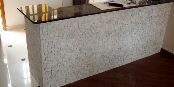 Pedra Portuguesa Branca em Bancadas