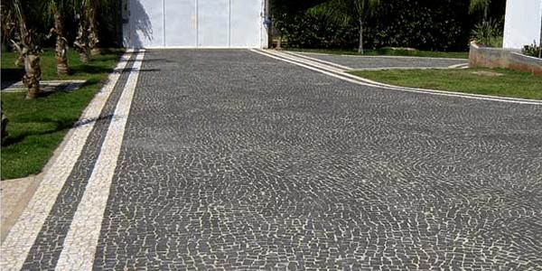 Garagem com Pedra Portuguesa Preta