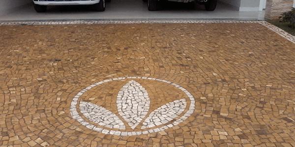 Mosaico Português Amarelo e Branco