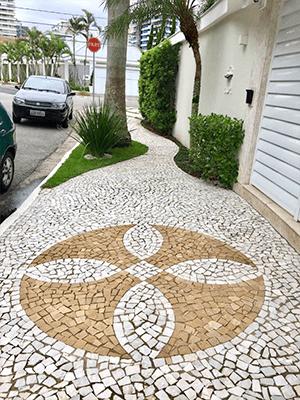 Calçada com Mosaico Português