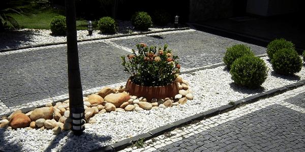 Jardim com Pedra Portuguesa Preta