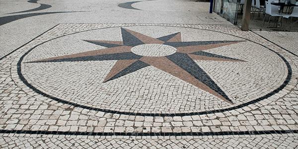 Mosaico Português com desenho Rosa dos Ventos