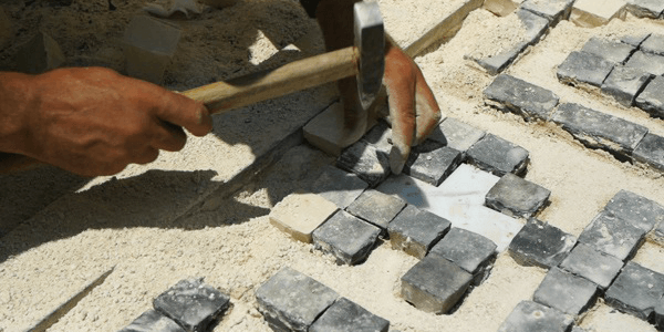 Assentamento de Pedra Portuguesa em Pisos