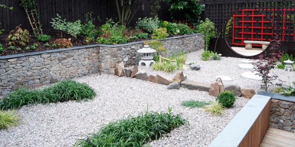 Jardim com Pedra Portuguesa