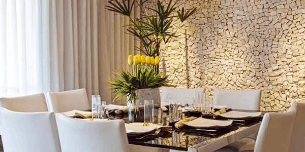 Parede com Pedra Portuguesa na Sala de Jantar